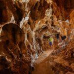 La Grotte de Thaïs à Saint Nazaire en Royans vu de l'intérieur. Visite sur la préhistoire